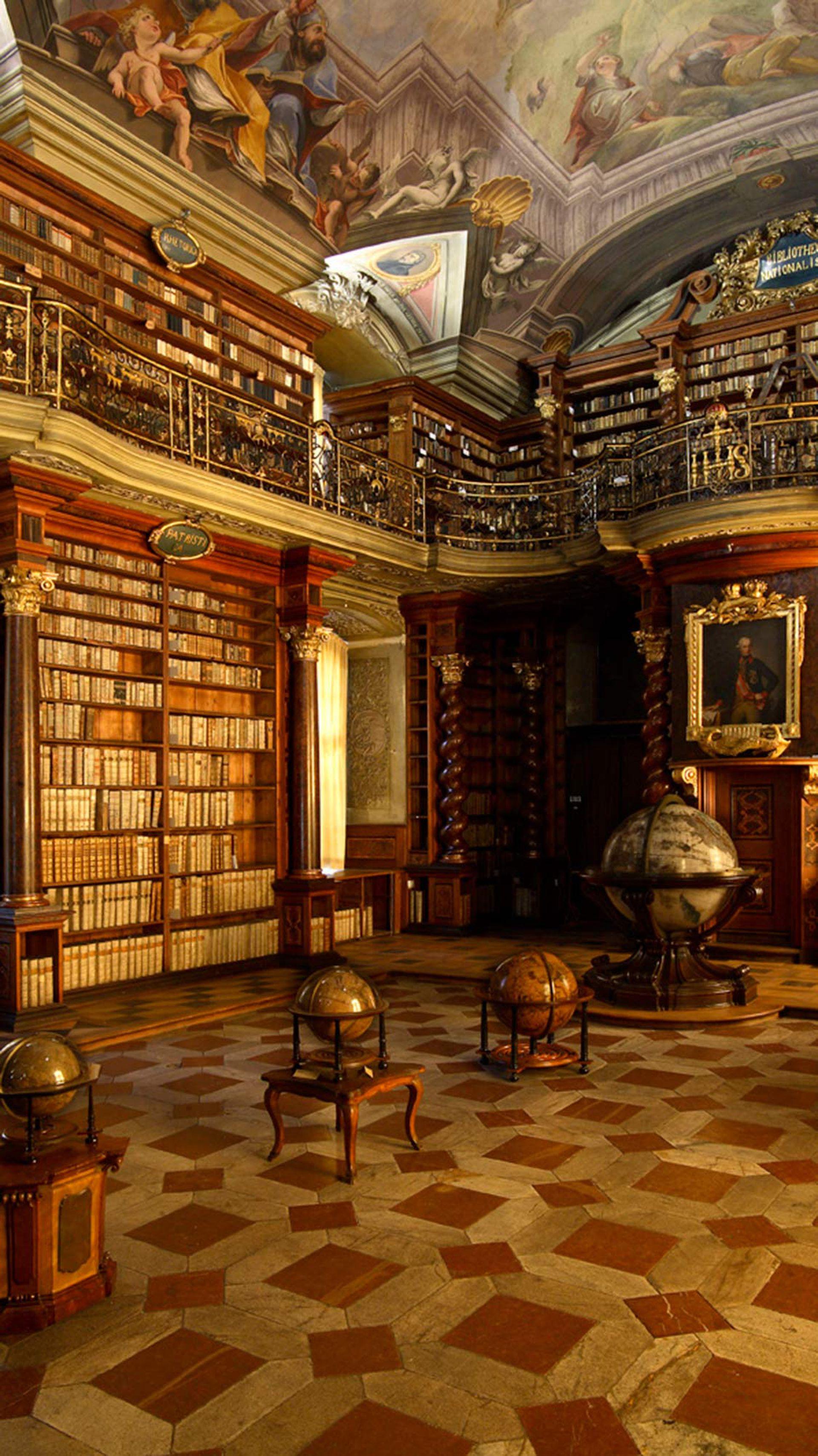 La sala central de la Biblioteca Nacional de la República Checa en el Klementinum de Praga.