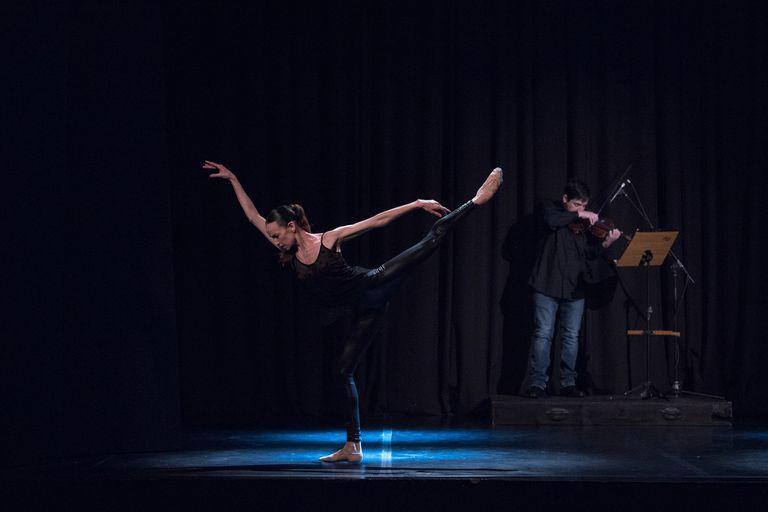 Freddy Varela Montero, concertino de la Orquesta Estable del Teatro Colón, acompaña a Sofía Menteguiaga en la obra que cierra la gala de BAB