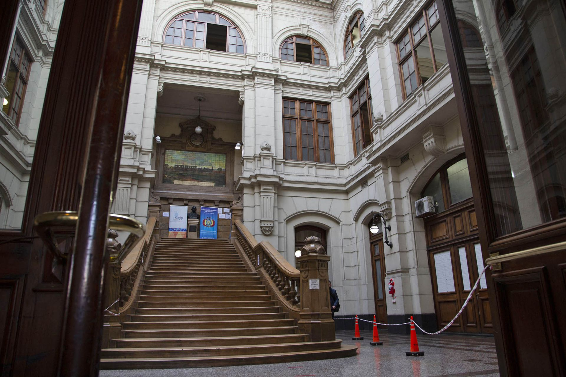 La imponente arquitectura de la estación Once, reconocida por la declaración como Monumento Histórico Nacional