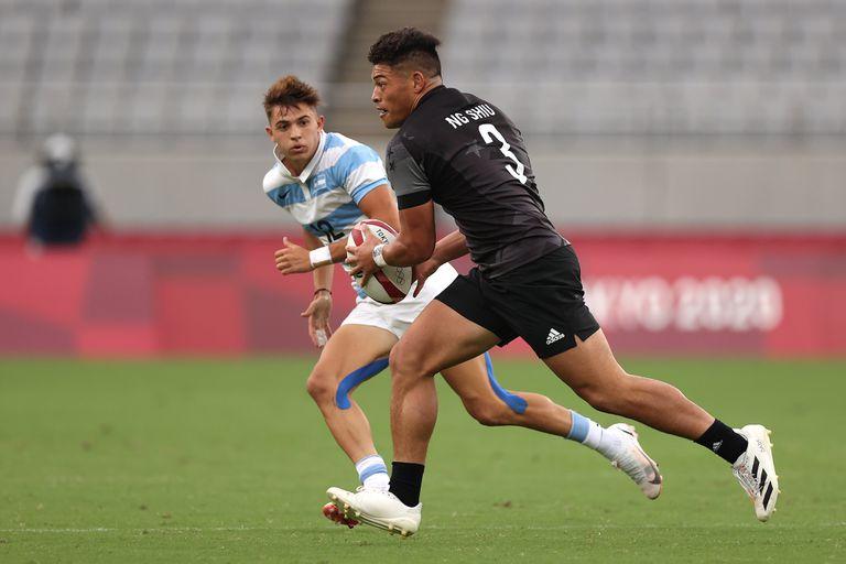 one Ng Shiu del equipo de Nueva Zelanda en acción durante el partido de Rugby Sevens del grupo A de hombres entre Nueva Zelanda y Argentina en el tercer día de los Juegos Olímpicos de Tokio 2020 en el Estadio de Tokio el 26 de julio de 2021 en Chofu, Tokio , Japón.