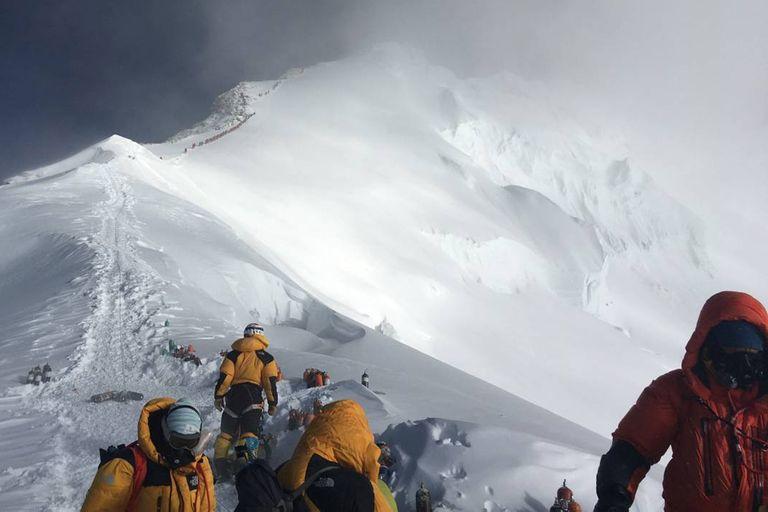 ¿Supercontagio? Tras un año de tregua reabren el Everest, pero hay controversia