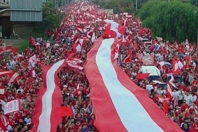 Aquella inolvidable caravana de los hinchas de Independiente hace 14 años