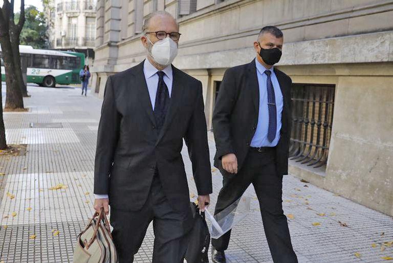 El presidente de la Corte Suprema, Carlos Rosenkrantz, esta mañana, cuando llegó a los tribunales