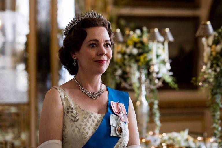 Olivia Collman interpreta a la reina Isabel II en la tercera y cuarta temporada de la serie.