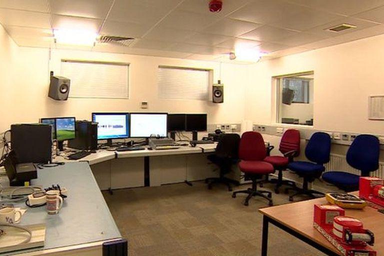 Uno de los pocos laboratorios en el mundo que analiza los datos de las cajas negras. Este es el de Farnborough, Reino Unido