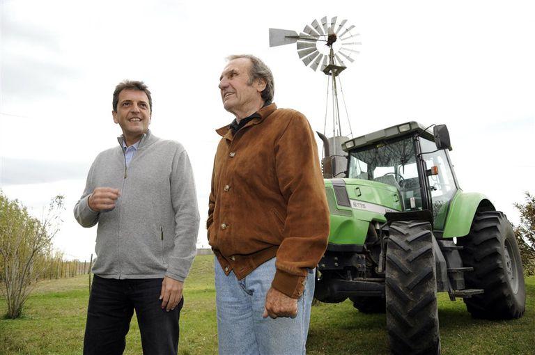 En el campo con Sergio Massa. Reutemann era un apasionado de la maquinaria agrícola