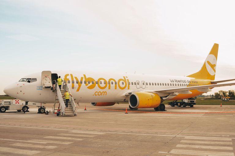 Flybondi se ha quedado con un solo avión y pelea, bastante sola, para mantener abierto el aeropuerto de El Palomar, que el Gobierno quiere mantener cerrado