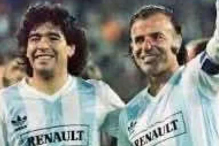 Carlos Menem: cuando jugó con Maradona ante 40.000 personas en Vélez