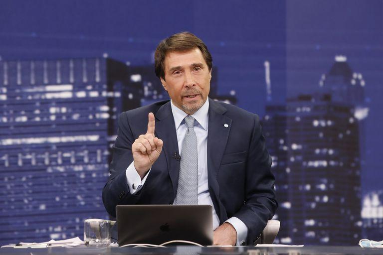 Eduardo Feinmann se tomó un rato en su programa para enviar un mensaje por su celular al Jefe de Gabinete de la Nación, Santiago Cafiero