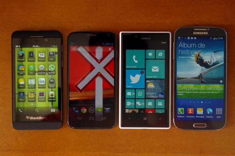 BlackBerry Z10 (pantalla de 4,2 pulgadas); Motorola Moto X (pantalla de 4,7), Nokia Lumia 720 (pantalla de 4,3), Samsung Galaxy S4 (pantalla de 5 pulgadas)