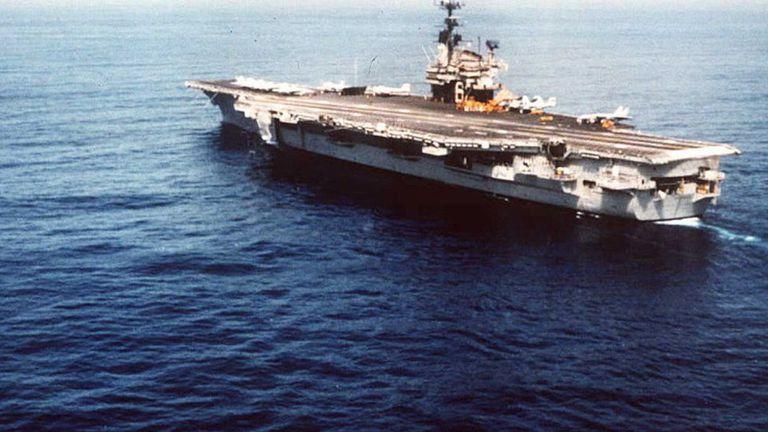 En 1996, Estados Unidos envió 2 portaviones
