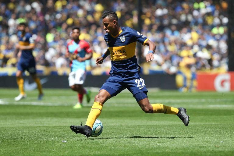 Villa en acción, con la camiseta de Boca. El futbolista fue denunciado por su pareja