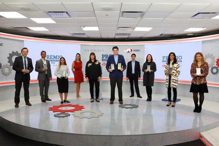Todos los ganadores junto a las autoridades de LA NACION y HSBC