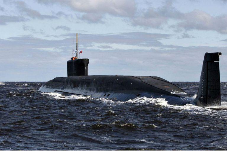 En esta imagen, el submarino nuclear ruso Yuri Dolgoruky se ve cerca de la ciudad norteña de Severodvinsk, en 2009