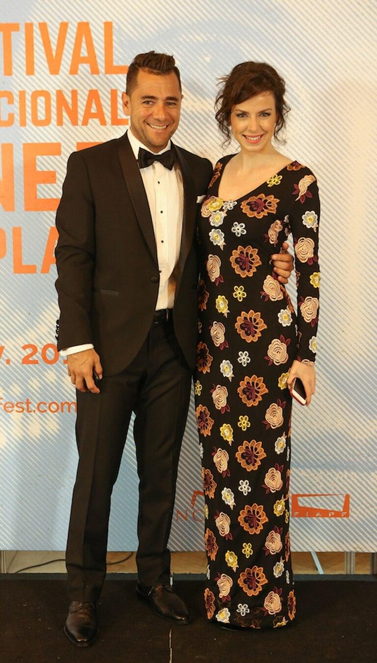 Mercedes Funes, muy elegante y felizmenta acompañada por su pareja, el periodista Cecilio Flematti