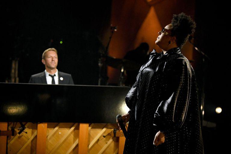 """Brittany Howard y Chris Martin hicieron juntos el clásico """"You'll Never Walk Alone"""", de Gerry & The Pacemakers"""
