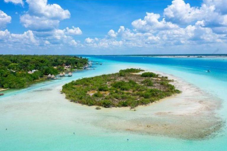 La belleza del lago Bacalar, un paraíso natural ubicado en la península de Yucatán, en México