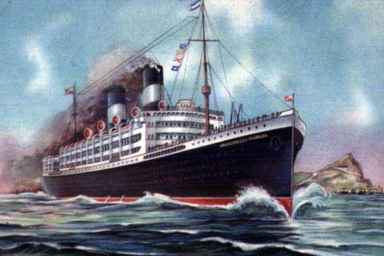 """El transatlántico """"Principessa Mafalda"""" cubría el servicio Genova-Buenos Aires cuando se hundió frente a las costas de Brasil junto con 305 pasajeros, 8 tripulantes y el capitán"""