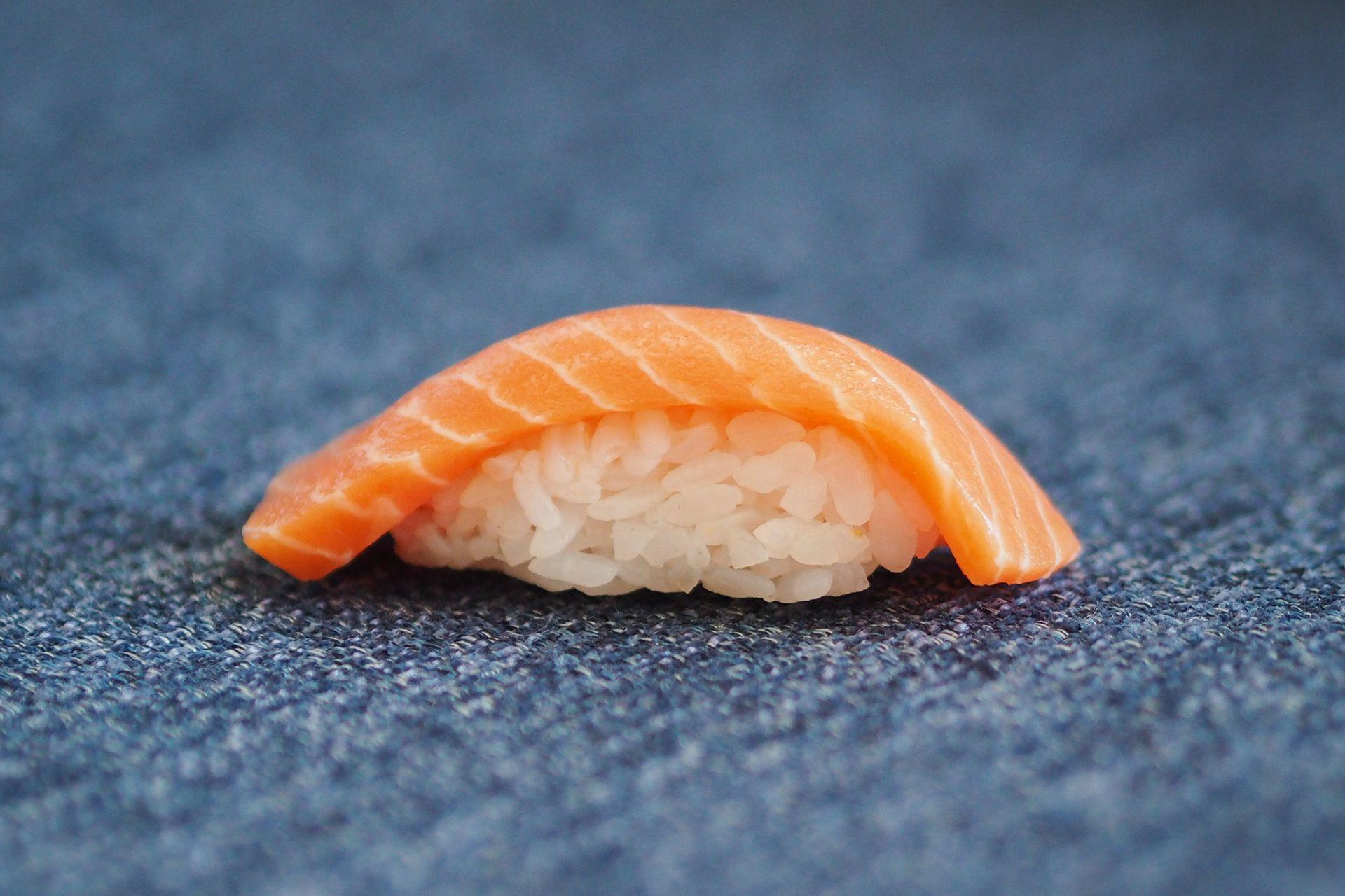 Algunos emprendimientos desarrollan proteína de pescado alternativa para imitar el sabor del pescado crudo, sobre todo para el sushi