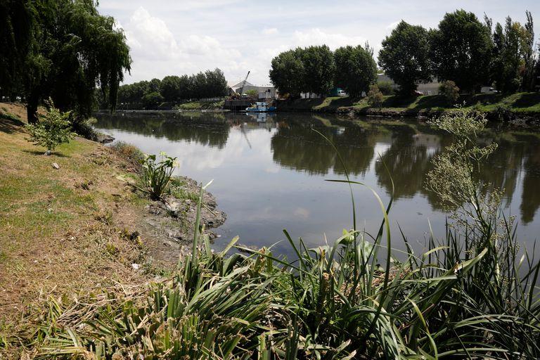 Misterio en Lanús: hallan el cadáver de un hombre en el Riachuelo