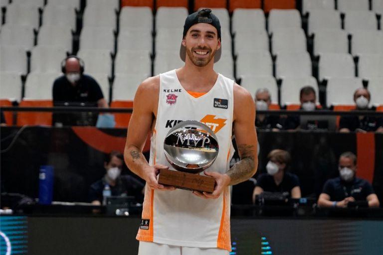 Luca Vildoza metió el doble decisivo en el último segundo para que Baskonia se consagre ante Barcelona en la final de la última Liga ACB; además, se quedó con el MVP