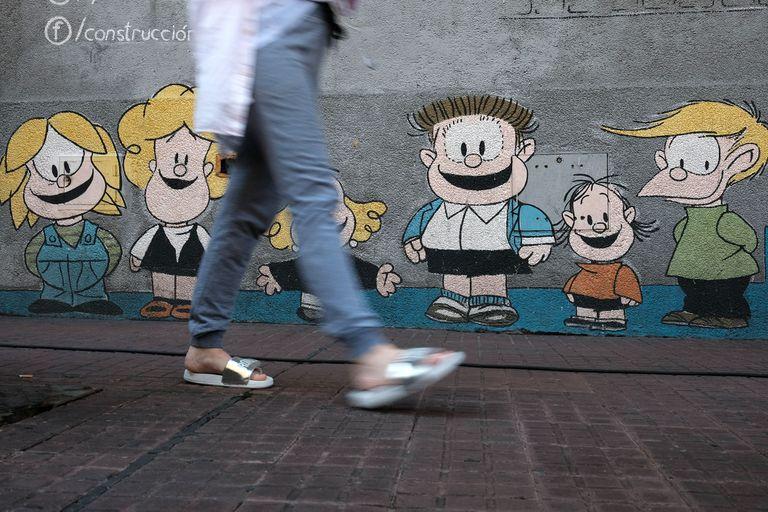 Un mural en las paredes de San Telmo con los personajes de la tira Mafalda