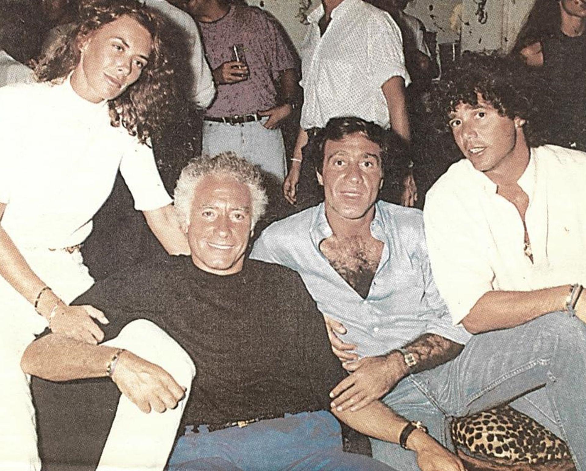 Poli Armentano, flanqueado por Guillermo Cóppola y el exfutbolista Alberto César Tarantini