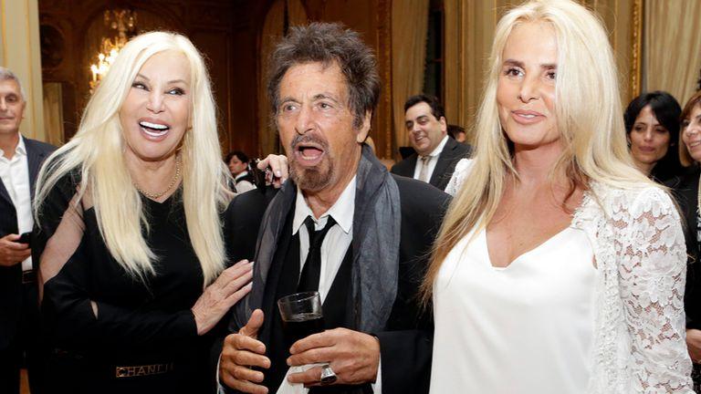 Susana Giménez, su hija y Al Pacino, en la embajada de los Estados Unidos