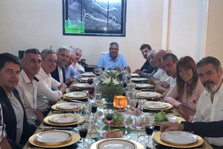 La cena del martes, con Tapia de anfitrión, en la que se terminó de anudar el acuerdo