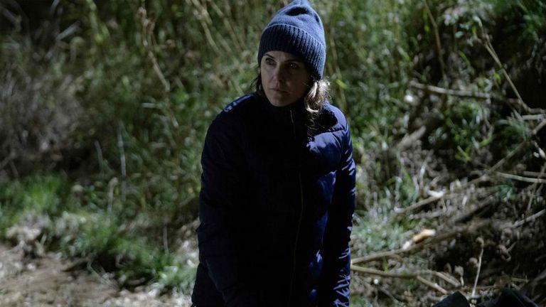 Elizabeth Jennings frente al pozo, en una de las grandes escenas de la serie.