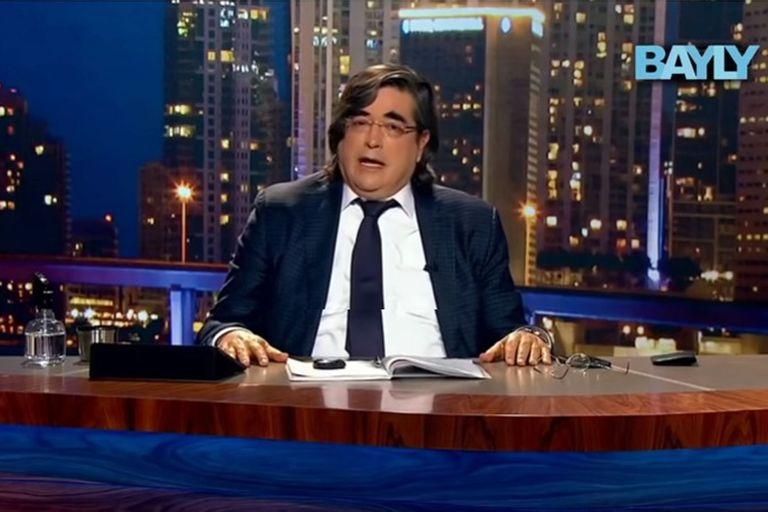 El escritor peruano se sumó a las críticas desde su programa Bayly que se emite todas las noches por el canal Mega TV desde Miami