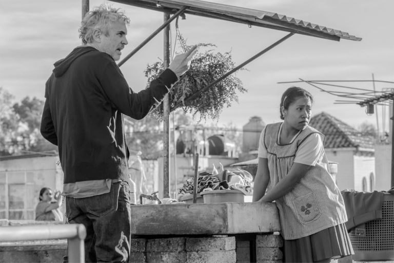 Alfonso Cuarón en la filmación de Roma, la candidata más firme para llevarse el Oscar a mejor película extranjera