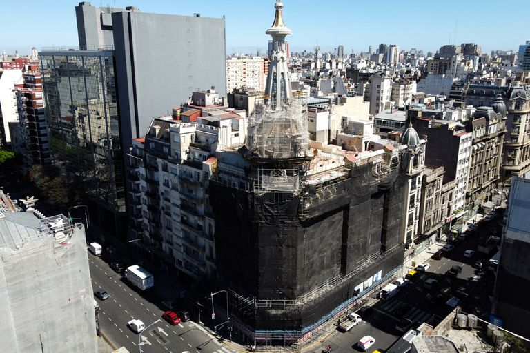 Del Molino: Dos metros y 800 kilos, así son las nuevas esculturas de la cúpula