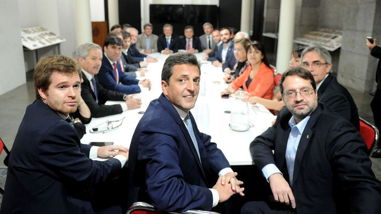 Frigerio y Prat Gay se reunieron con los jefes de los distintos bloques legislativos y acordaron tratar  los proyectos el 6 de dicembre