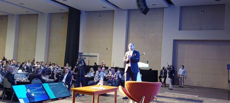 Unas 300 personas participaron de la reunión con Guzmán.