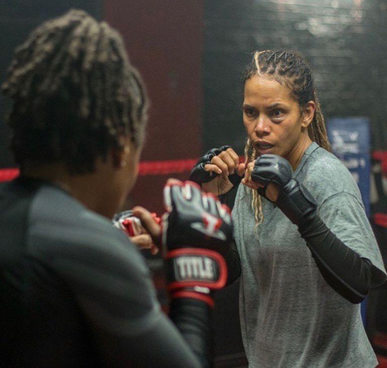 Halle Berry se prepara para interpretar a la protagonista de Bruised, su nueva película que se estrenará en noviembre