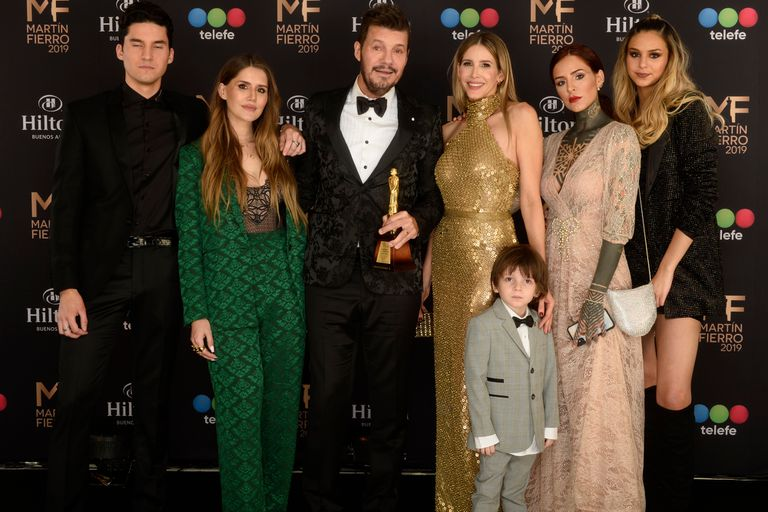 Tinelli, sus cinco hijos y su esposa, Guillermina Valdes