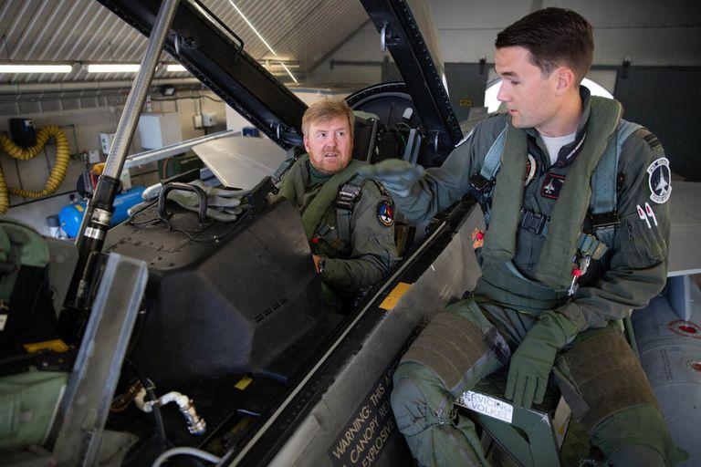Rey de Holanda. Al estilo Top Gun pilotea aviones caza F-16