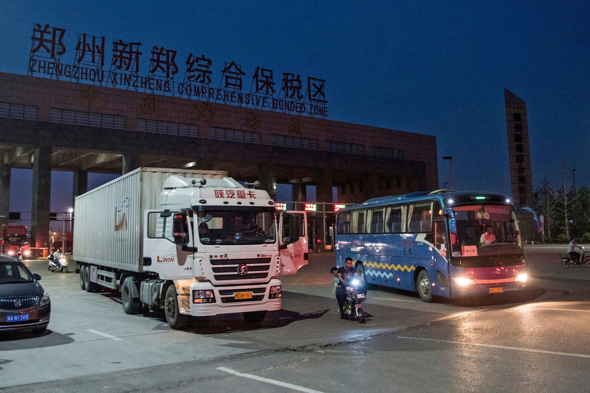 En todo el mundo hay ciudades creadas por compañías; Zhengzhou, en el interior de China, alberga un complejo donde viven 35.000 empleados que fabrican 500.000 iPhones por día