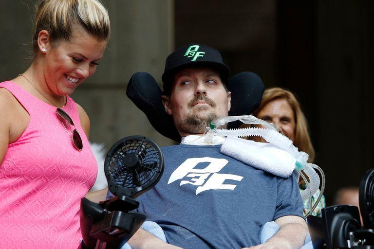 Pete Frates en 2017, junto a su esposa Julie