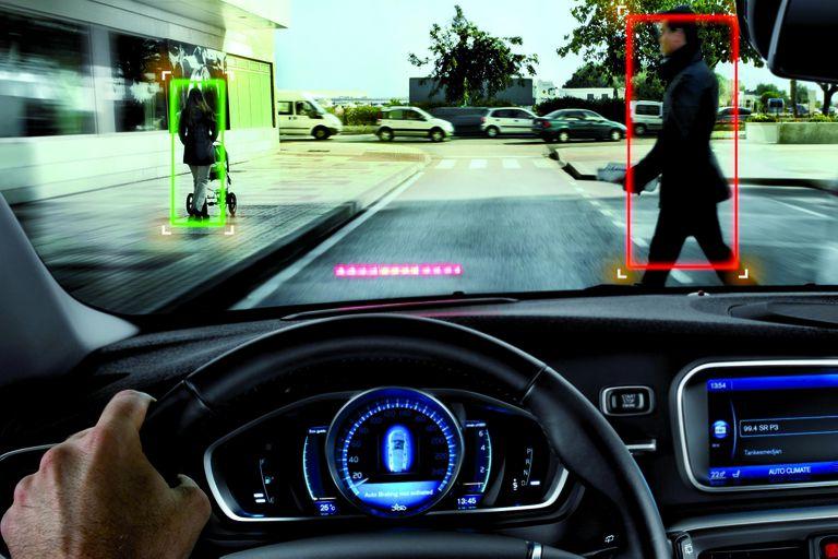URBANO. Uno de los ADAS de gran importancia es la advertencia más el frenado autónomo con detección de peatones, ciclistas y objetos