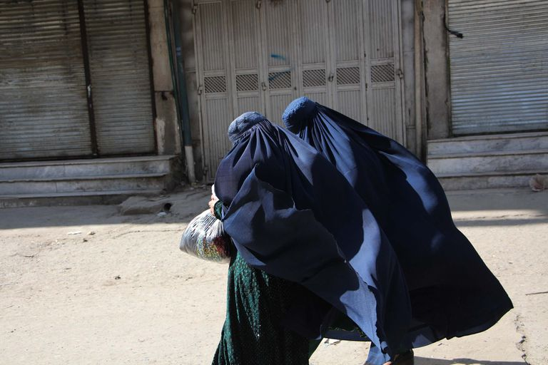 Mujeres en Afganistán utilizando el burka