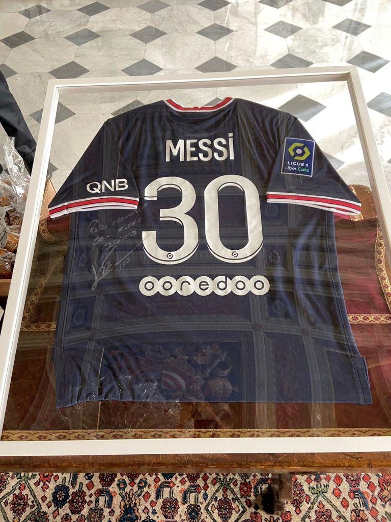 El elogio del Papa Francisco a Messi tras recibir la camiseta del PSG