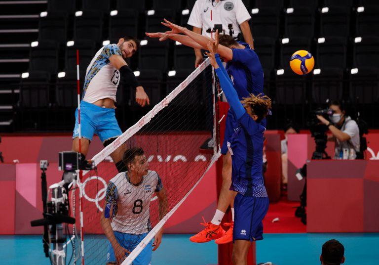 Francia toma la delantera ante la Argentina: en un partido parejo, ganó el primer set 25-22