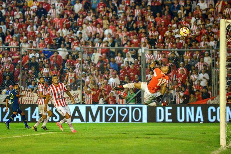 El golazo de Reynoso desde todos los ángulos y la comparación con Messi