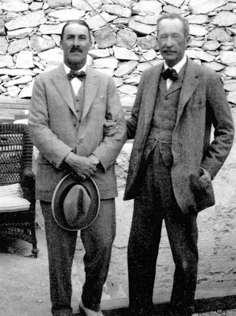 Carter junto a Lord Carnarvon, financista de la expedición que encontró la tumba del hijo de Akenatón y Nefertiti (Pinterest)