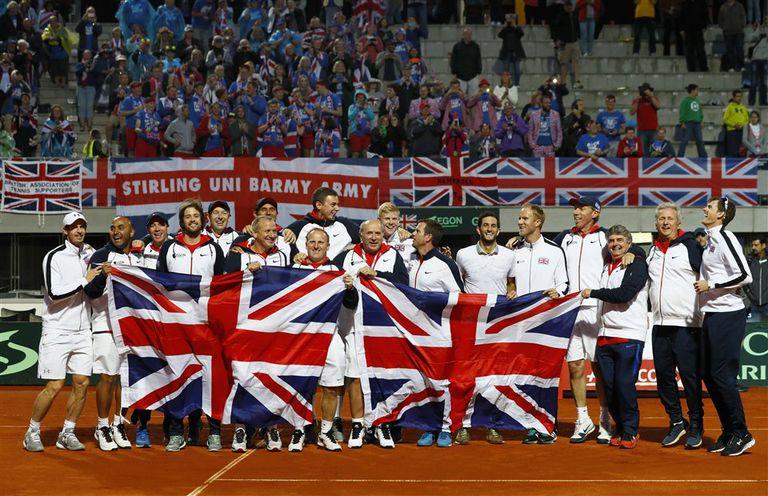 Equipo e hinchas británicos en Belgrado