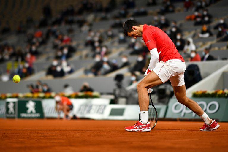 En la final de Roland Garros, el serbio Novak Djokovic no pudo controlar a un inspiradísimo Rafael Nadal.
