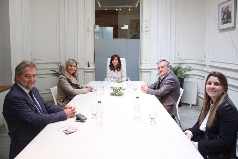 Cristina Kirchner se mostró junto a los rivales de Agustín Rossi en la interna santafesina