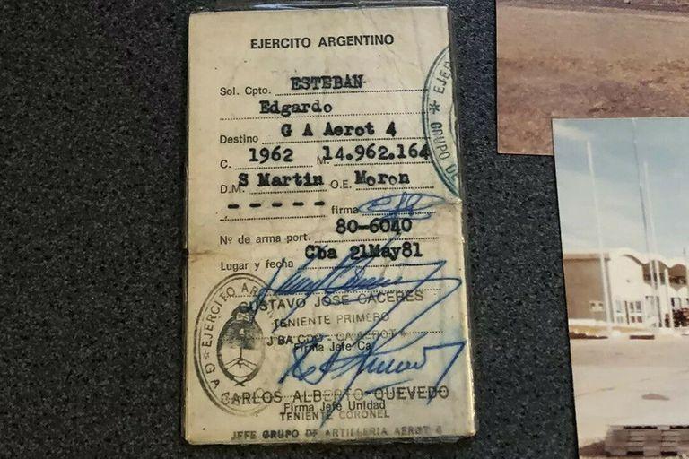 El dorso del documento del exsoldado Edgardo Esteban, subastado en eBay